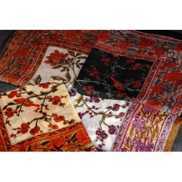 1353 Leichtes Tuch mit Blumen Print